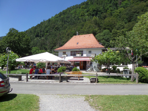 Manor Farm Restaurant Landhaus and Take away with a spectacular scenery.